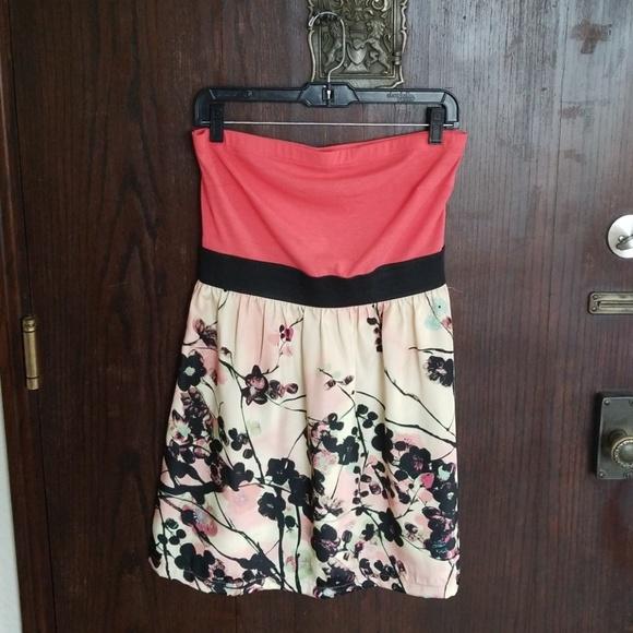 Charlotte Russe Dresses & Skirts - Strapless Colorblocked Floral Dress